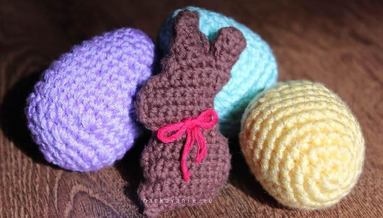 velkonocny zajacik a velkonocne vajicka