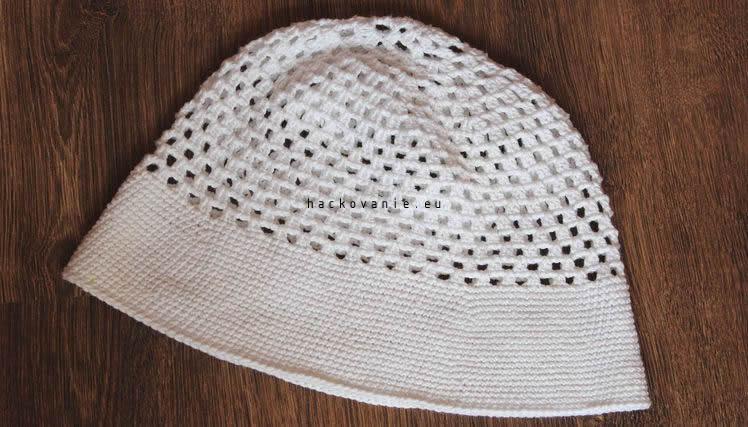 biely letny hackovany klobuk