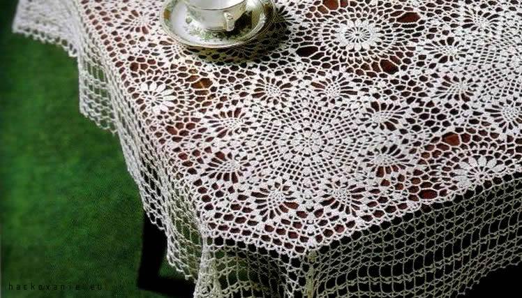 hackovany obrus na stol