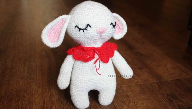 hackovana hracka zajacik
